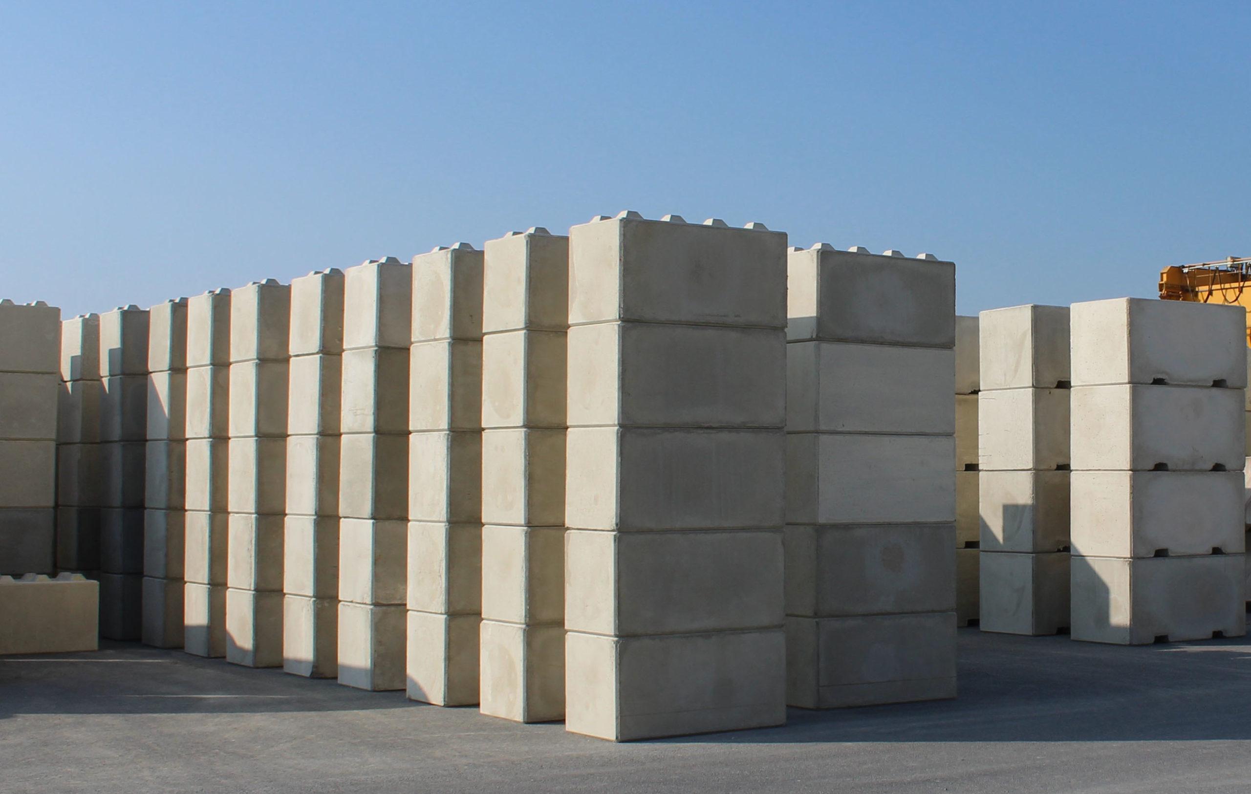 vue stock blocs béton empilables